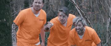『SCUM』「排泄物から拳銃」「陰茎サイズ設定」など小ネタ満載の公認実写映像!