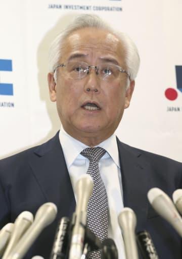 記者会見する産業革新投資機構の田中正明社長=10日午後、東京・丸の内