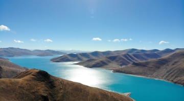 冬のヤムドク湖 チベット自治区