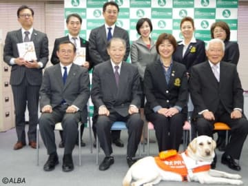 LPGA小林浩美会長(前列右から2番目)のほか、各団体の関係者が出席した(撮影:ALBA)
