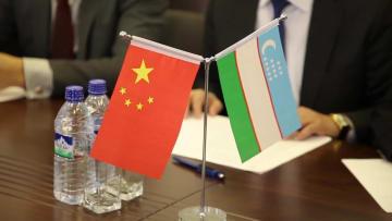 中国、ウズベキスタンに映画·テレビ作品を贈呈