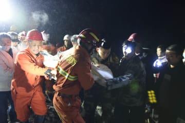 四川省叙永県の山崩れで千人が救援活動 7人を救助