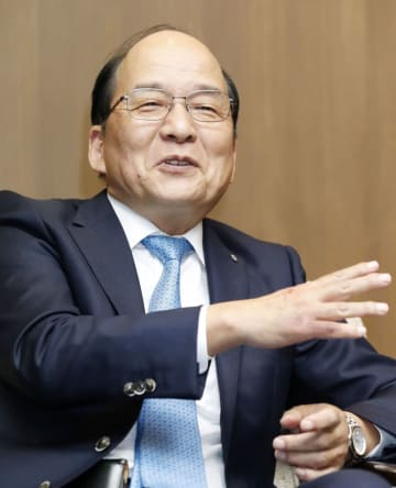 インタビューに答える西日本鉄道の倉富純男社長