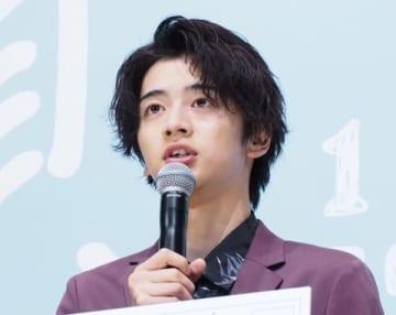 映画「愛唄 -約束のナクヒト-」の完成披露試写会に登場した飯島寛騎さん