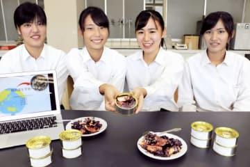 宇宙日本食の認証に向け、サバ缶詰の開発に取り組んできた若狭高校生=福井県小浜市の同校海洋キャンパス