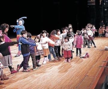 演奏や漫才楽しむ 金沢でクリスマスこども大会