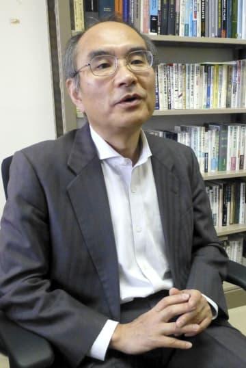 インタビューに答える阿部浩己・明治学院大教授