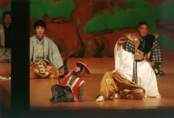野村万作、一家で「靱猿」 米寿記念の狂言公演 1月、福岡市で