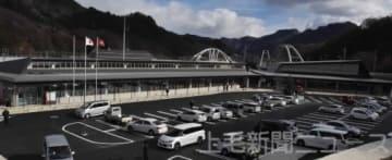 完成した長野原町役場の新庁舎と住民総合センター