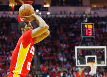 Rockets' Trevor Ariza Misses Potential Game-Tying 3 vs Hawks