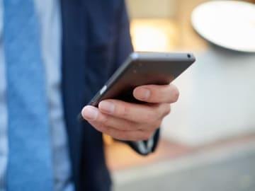 スマホの普及率が上昇する中懸念されているのが、スマートフォンの使い過ぎで症状が現れる「スマホ病」だ。スマートフォンに生活を支配されないようにしっかりとコントロールしなければならないだろう。