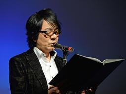 「よだかの星」を読む声優の速水奨さん=加古川総合保健センター