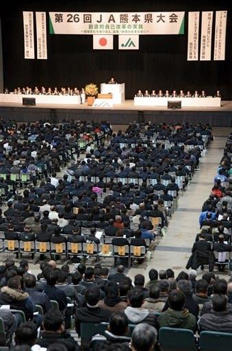「県域JA」実現に向け協議に入ることを決議したJA県大会=9日、益城町