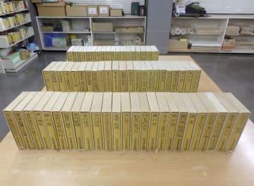 北九州市立中央図書館に寄贈された「松本清張全集」(同館提供)