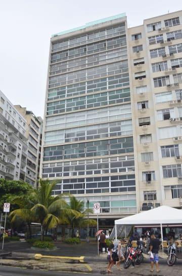 カルロス・ゴーン容疑者が利用していたブラジル・リオデジャネイロのコパカバーナ海岸沿いにあるマンション=11月(共同)