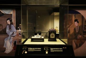 故宮収蔵の機械式時計とシルクロード山水地図、香港で展示