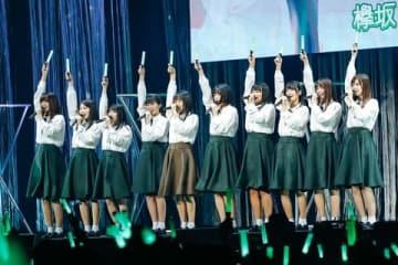 イベント「お見立て会」に登場した「欅坂46」の2期生9人と「けやき坂46」の3期生1人