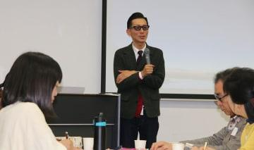 講演する中川代表=長崎市坂本1丁目、長崎大医学部良順会館
