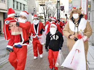 入院中の子どもを笑顔に 福島、サンタに扮し慈善イベント