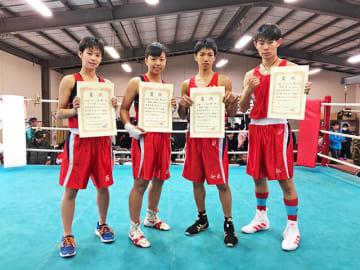 全国選抜出場を決めた(右から)今村仁、橋本仰未、木村萌那、小川葵