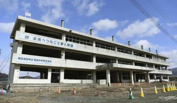 震災遺構として保存されている市立気仙中の旧校舎=岩手県陸前高田市