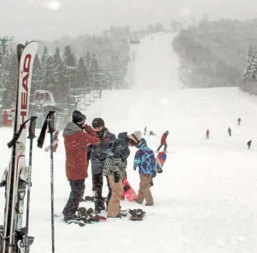 今季の営業が始まった夏油高原スキー場