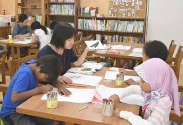 福岡YWCAのボランティア教室を訪ねて 外国から来た子どもたち「勉強したい!」と集う場