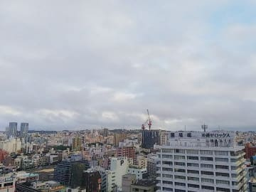 曇り空の那覇市内