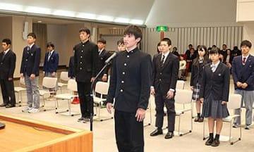 全国大会出場の小中高生決意新た 県庁で激励会