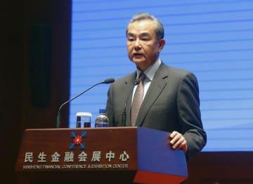 北京で開かれたシンポジウムで発言する中国の王毅国務委員兼外相=11日(共同)