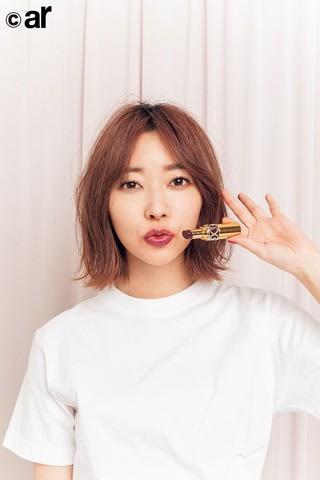 女性ファッション誌「ar」1月号に登場した「HKT48」の指原莉乃さん
