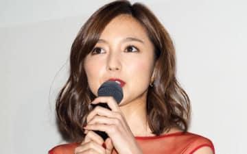 主演映画「青の帰り道」の初日舞台あいさつに登場した真野恵里菜さん