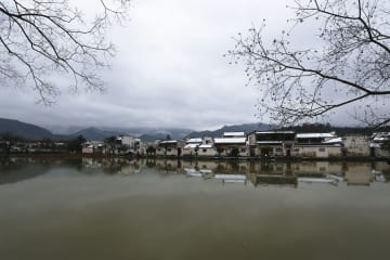 雪化粧した宏村 安徽省黄山市