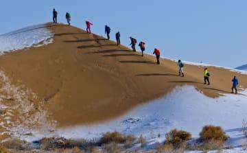 砂漠に広がる雪景色 甘粛省張掖市