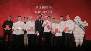 「ミシュランガイド香港マカオ2019」で三つ星を獲得したレストランのシェフら=2018年12月11日(写真:Michelin)