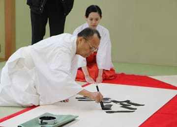 被災地復興祈願の絵馬作る 高岡・射水神社