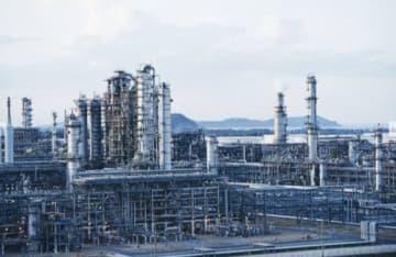 ギソン製油所に設置された最新鋭の装置群=タインホア省(出光興産提供)