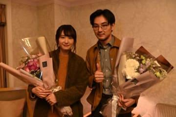 「獣になれない私たち」のクランクアップを迎えた新垣結衣&松田龍平 - (C)日本テレビ