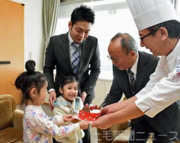 一足早く ケーキ屋さんが贈り物 太田の児童福祉施設18カ所に