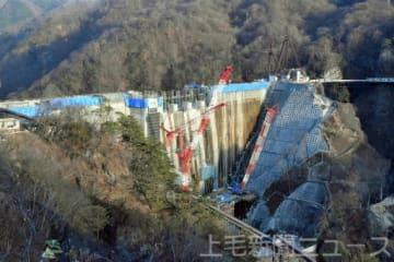 来年度の完成に向けて工事が佳境に入った八ツ場ダム。周辺では道路や施設などの建設計画が進んでいる