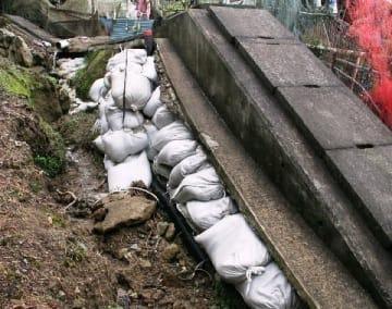 水路復旧工事できず露出、危険 町と住民の裁判続き 福岡県宇美町