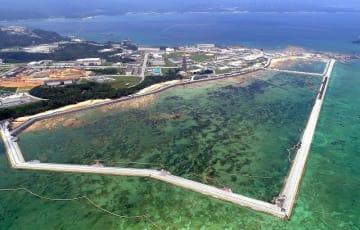 海域を護岸で囲む工事などが進む名護市辺野古の米軍キャンプ・シュワブ沿岸(8月10日撮影)