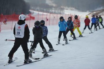 小中学生、ウインタースポーツを満喫 河北省張家口市