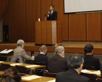 県や市町の職員が拉致問題の解決について考えた研修会=11日午後、県庁
