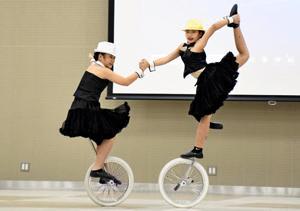 「一輪車の美技」に会場沸く 福島・余目一輪車クラブ発表会