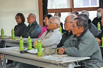 《NIE》新聞の歴史、活用法学ぶ 高崎市グラウンドゴルフ協会