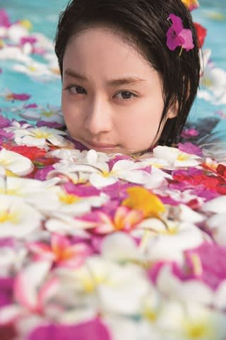平祐奈さんの2019年カレンダーの掲載カット