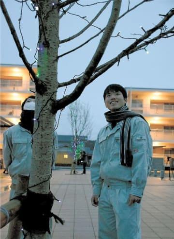 災害公営住宅に優しい光 福島・いわきの勿来工高生が飾り付け
