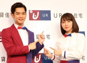 UR賃貸住宅の新CM発表会に登場した千葉雄大さん(左)と吉岡里帆さん