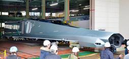 先頭車両が公開された「ALFA-X」=12日午前、神戸市兵庫区、川崎重工業兵庫工場(撮影・後藤亮平)